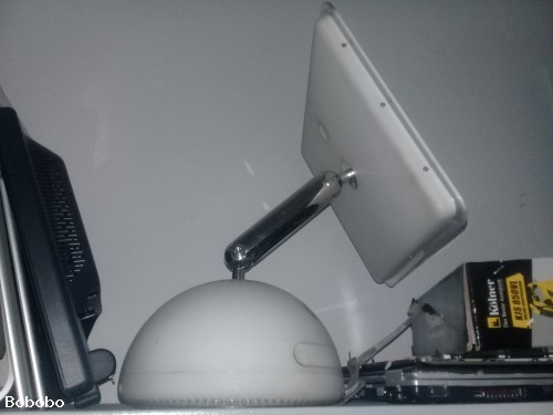 Шкаф стеклянный для размещения ноутбуков телефонов